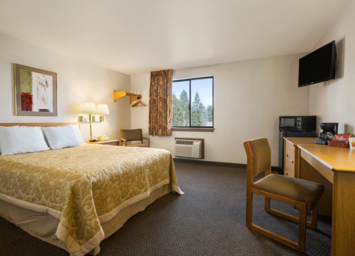 1-King-Bed-Accessible-Room