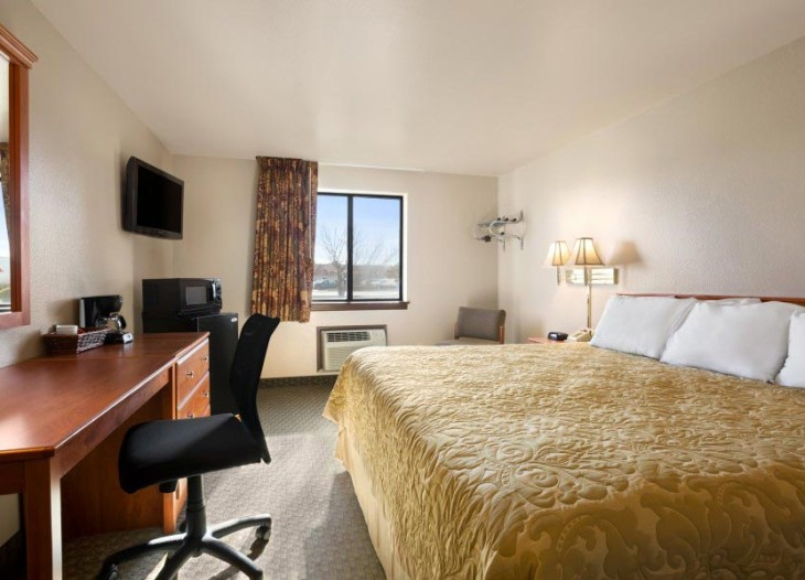 1-King-Bed-Room