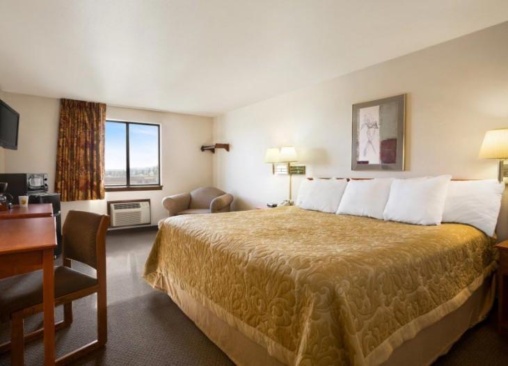 Ground-Floor-1-King-Bed